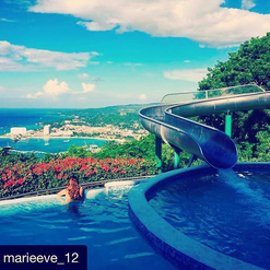 Et vous, comment avez-vous profité du week-end?  #Repost @marieeve_12 ・・・ My kind of day off 🇯🇲🌴🌺 #puravida #jamaica #ochorios #whataview #relaxing  #passionithq #ithq #stage #internship #bestsummerjobever #learningbytraveling #enjoyinglife #waterslide #poolday #hospitalityschool #hospitality #hospitalitystudent #benefits