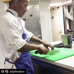 AVEC LE SON!!! 😂☀️💃🏻 #Repost @edyfitnation ・・・ #Cuttingbae  When you are at work and DESPACITO is on 🤣😂👨🏽‍🍳 #despacito #passionithq #funatwork #cuttingbae #saltbae #dancing #daddyyankee